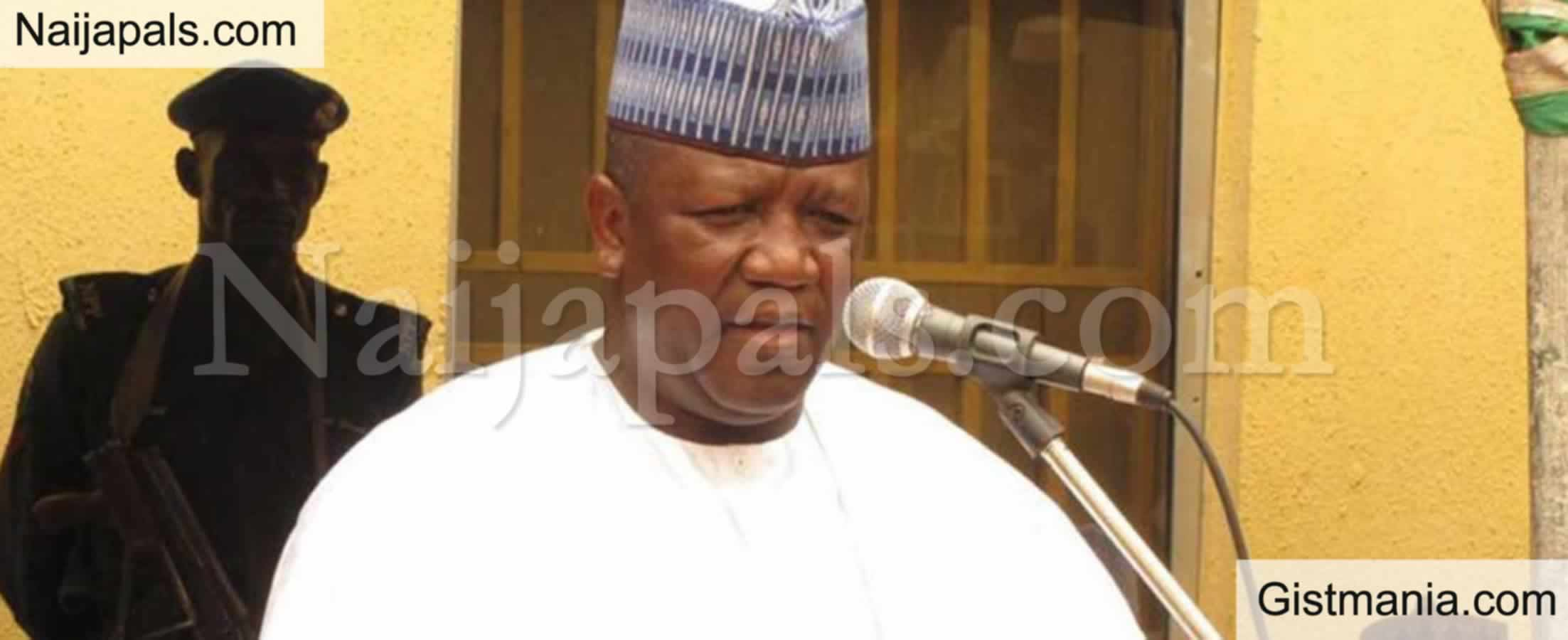 <img alt='.' class='lazyload' data-src='https://img.gistmania.com/emot/news.gif' /> <b>Former Zamfara Governor, Abdulaziz Yari Arrested By EFCC Over Fraud</b>