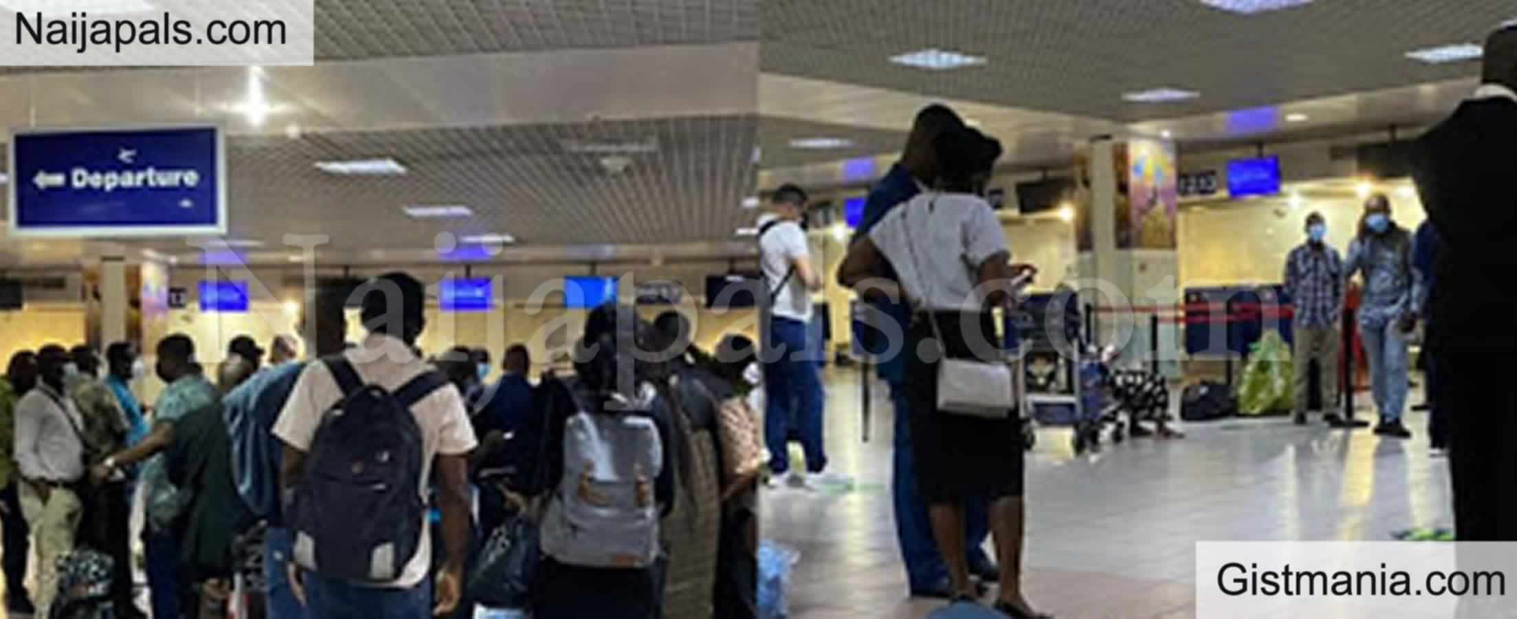 <img alt='.' class='lazyload' data-src='https://img.gistmania.com/emot/broken_heart.gif' /><b>Travelers Stranded As Ghanaian Airport Workers Go On Strike</b>