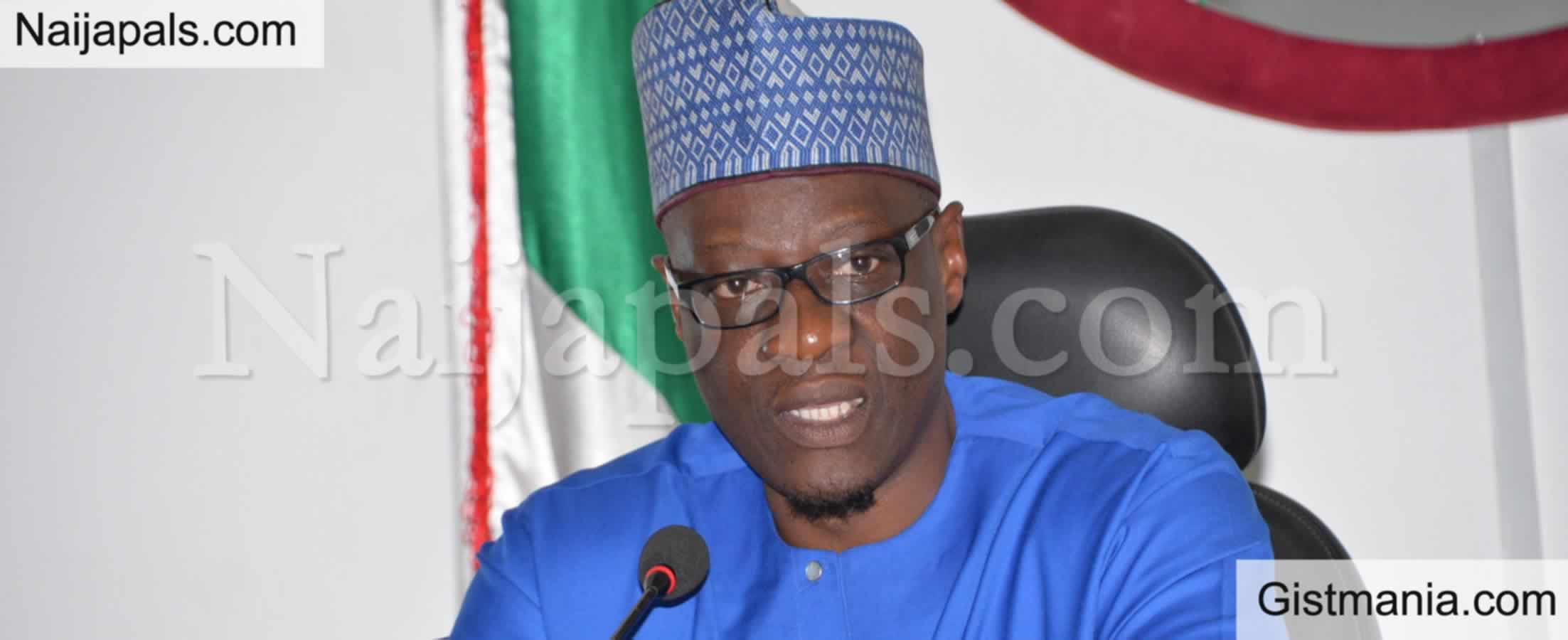 <img alt='.' class='lazyload' data-src='https://img.gistmania.com/emot/news.gif' /> BREAKING: <b>Ex Kwara Gov. Abdulfatah Ahmed Arrested By EFCC Over Alleged Missing N9B</b>
