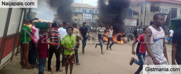 <img alt='.' class='lazyload' data-src='https://img.gistmania.com/emot/news.gif' /> VIDEO: <b>Again INEC Office Set Ablaze By Suspected Hoodlums in Abia</b>