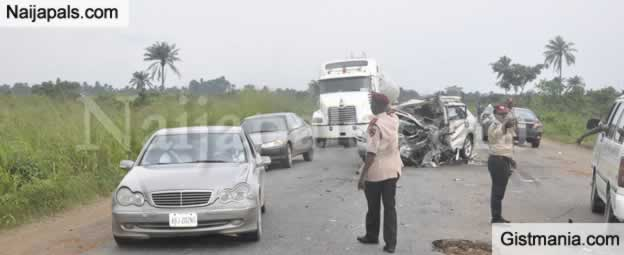 <img alt='.' class='lazyload' data-src='https://img.gistmania.com/emot/cry.gif' /> <b>Auto-Crash Claims Lives Of Six People On Lagos-Ibadan Highway On Saturday</b>