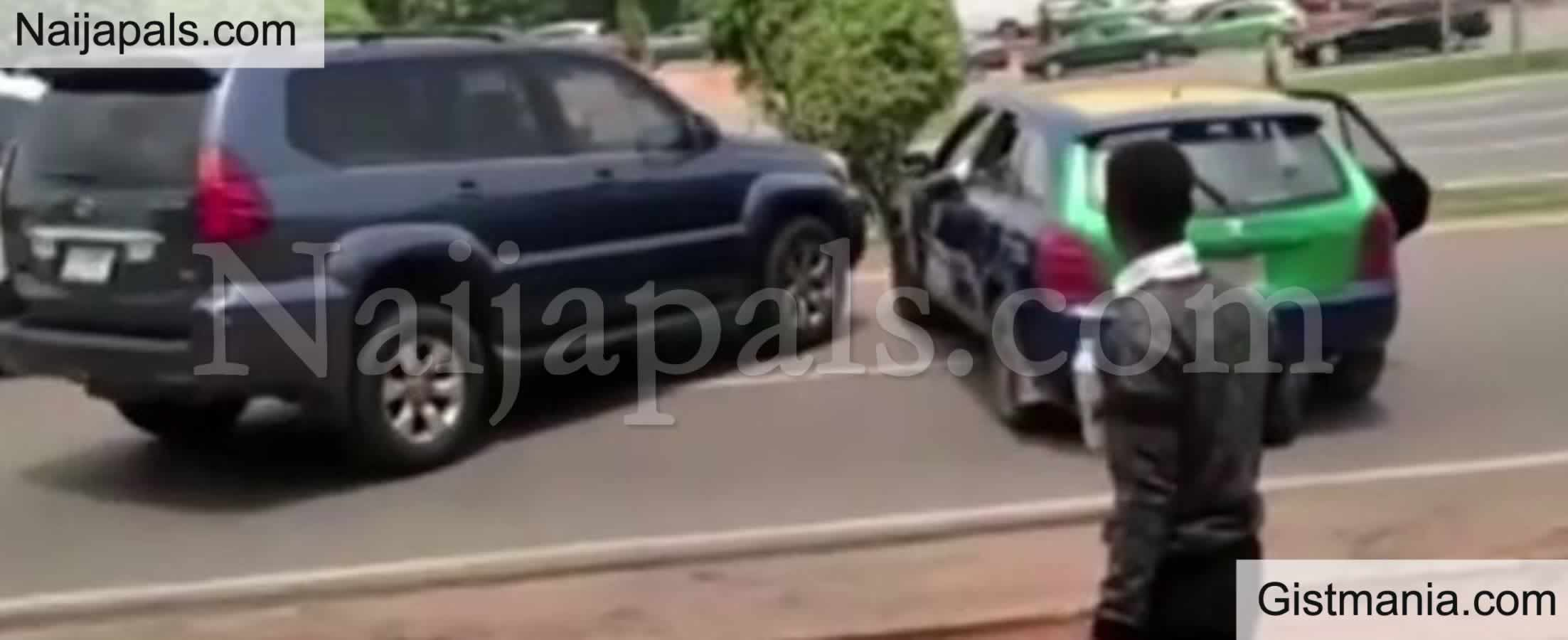 <img alt='.' class='lazyload' data-src='https://img.gistmania.com/emot/video.gif' /> <b>Drama Ensued As Cab Driver And SUV Driver Clash In The Middle Of A Busy Road In Abuja</b> (Video)