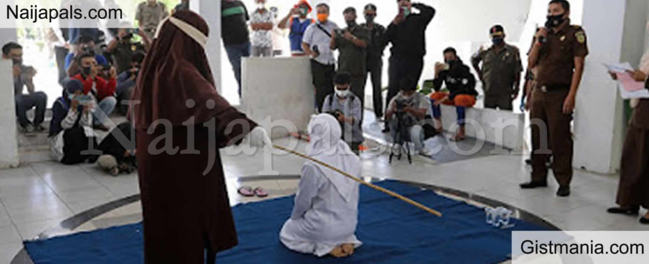 <img alt='.' class='lazyload' data-src='https://img.gistmania.com/emot/shocked.gif' /> WEIRD: <b>How Four Couples Punished With 20 Lashes Of The Cane For Having S3x Outside Marriage In Indonesia</b>