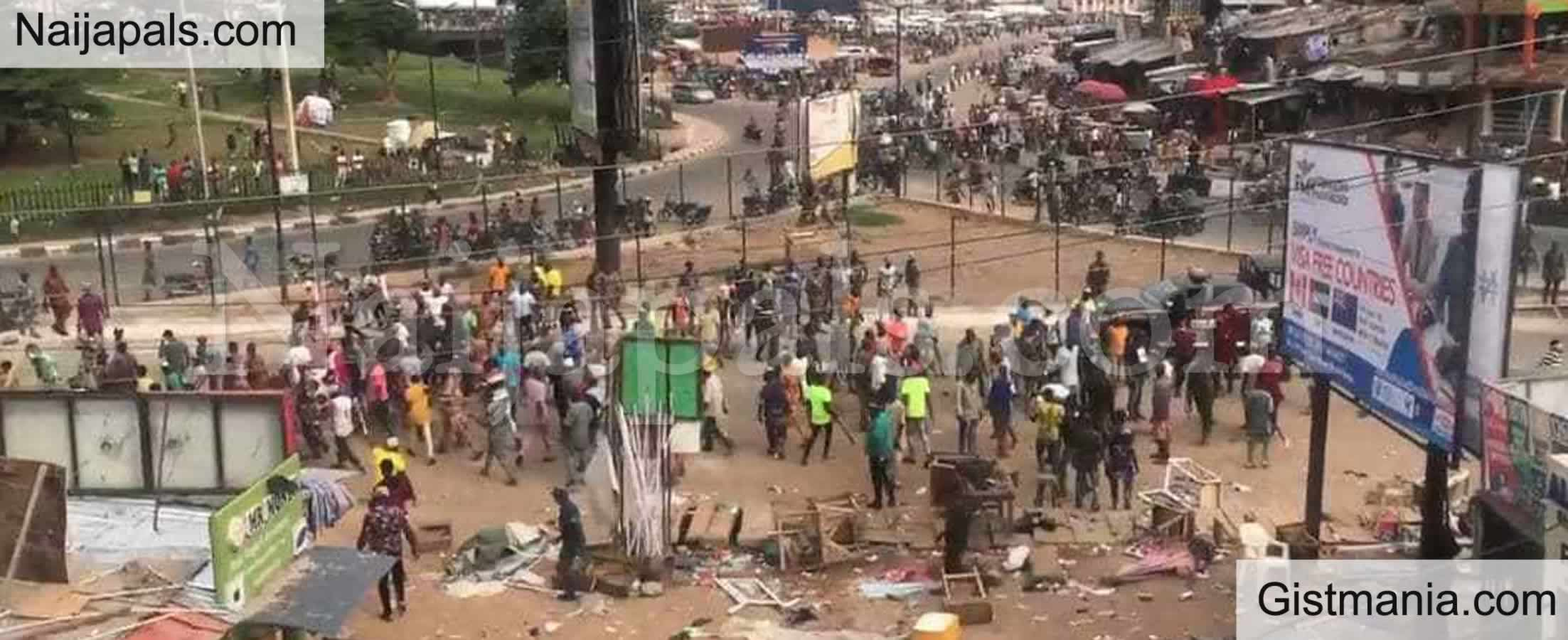 <img alt='.' class='lazyload' data-src='https://img.gistmania.com/emot/comment.gif' /> <b>Police Parade 3 Suspects Arrested Over Iwo Road Clash</b>