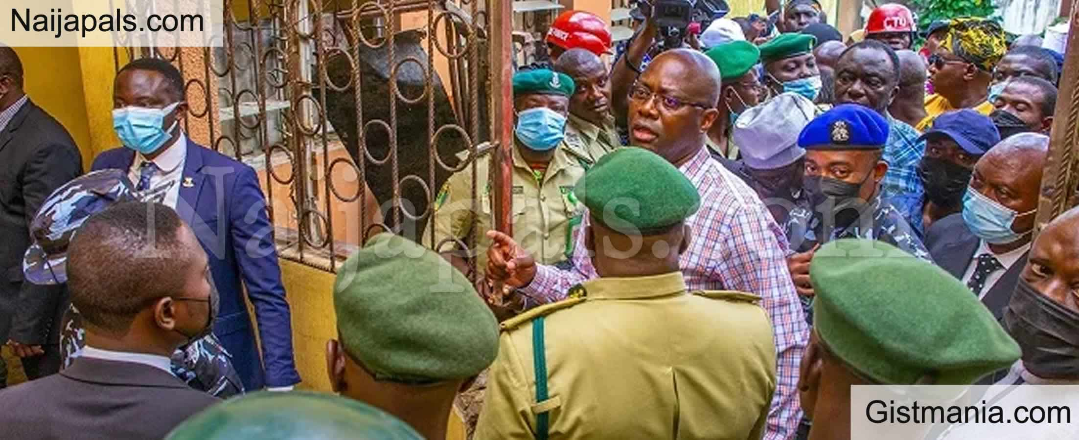 <img alt='.' class='lazyload' data-src='https://img.gistmania.com/emot/photo.png' /> <b>Makinde Orders Installation Of CCTV In Oyo Correctional Facilities After Prison Break</b> (Photos)