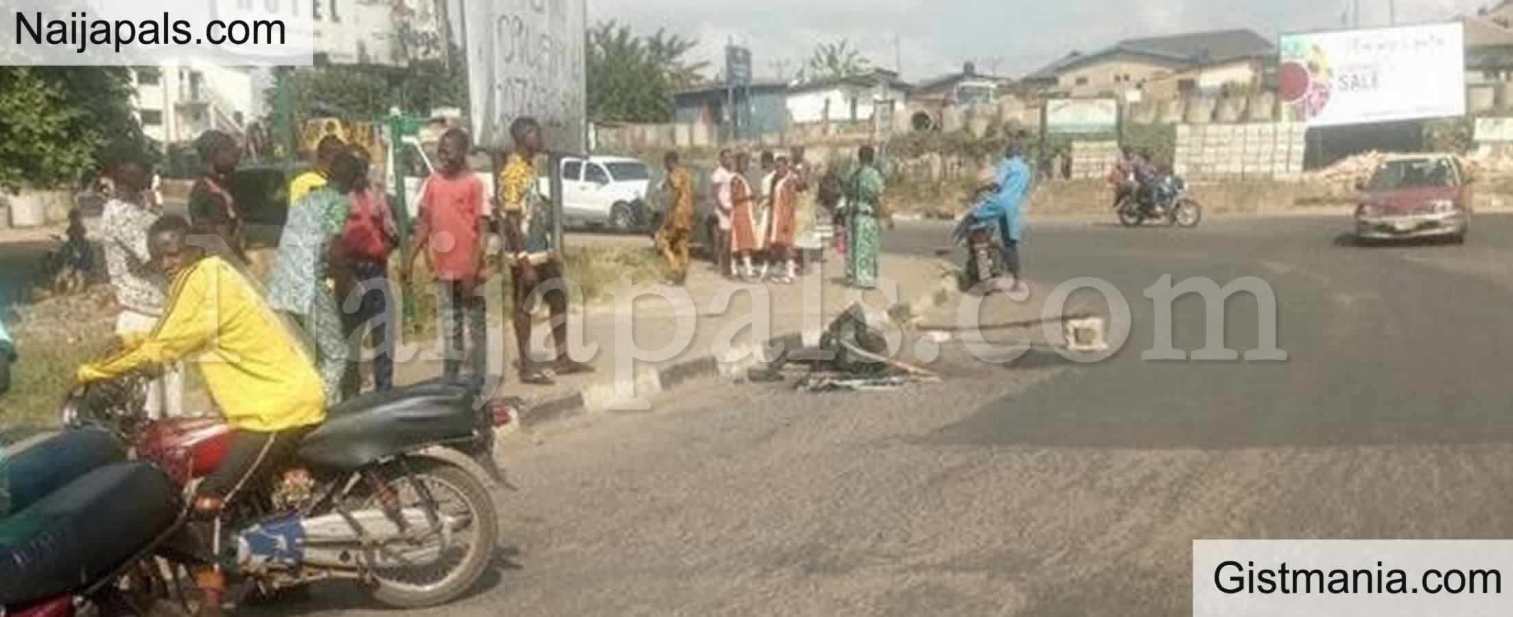 <img alt='.' class='lazyload' data-src='https://img.gistmania.com/emot/comment.gif' /> <b>Angry Mob Sets Suspected Robber On Fire In Ibadan For Allegedly Snatching Motorcycle</b>