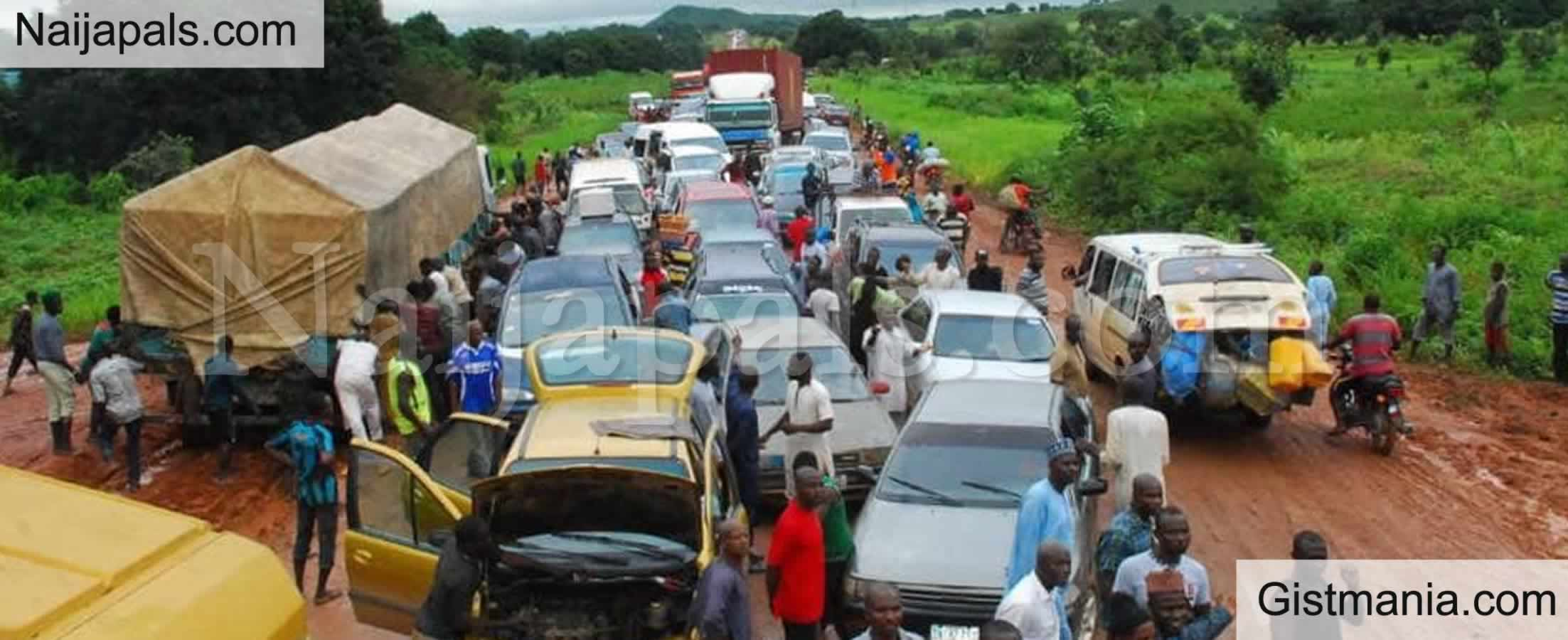 <img alt='.' class='lazyload' data-src='https://img.gistmania.com/emot/comment.gif' /> <b>Motorists Stranded Protesting Trailer, Tanker Drivers Block Minna-Suleja Road In Niger</b>