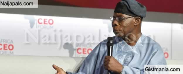 <img alt='.' class='lazyload' data-src='https://img.gistmania.com/emot/shocked.gif' /> DRAMA!<b> Ex-President, Olusegun Obasanjo Locks Mourners Outside At In-law's Burial In Ogun</b>