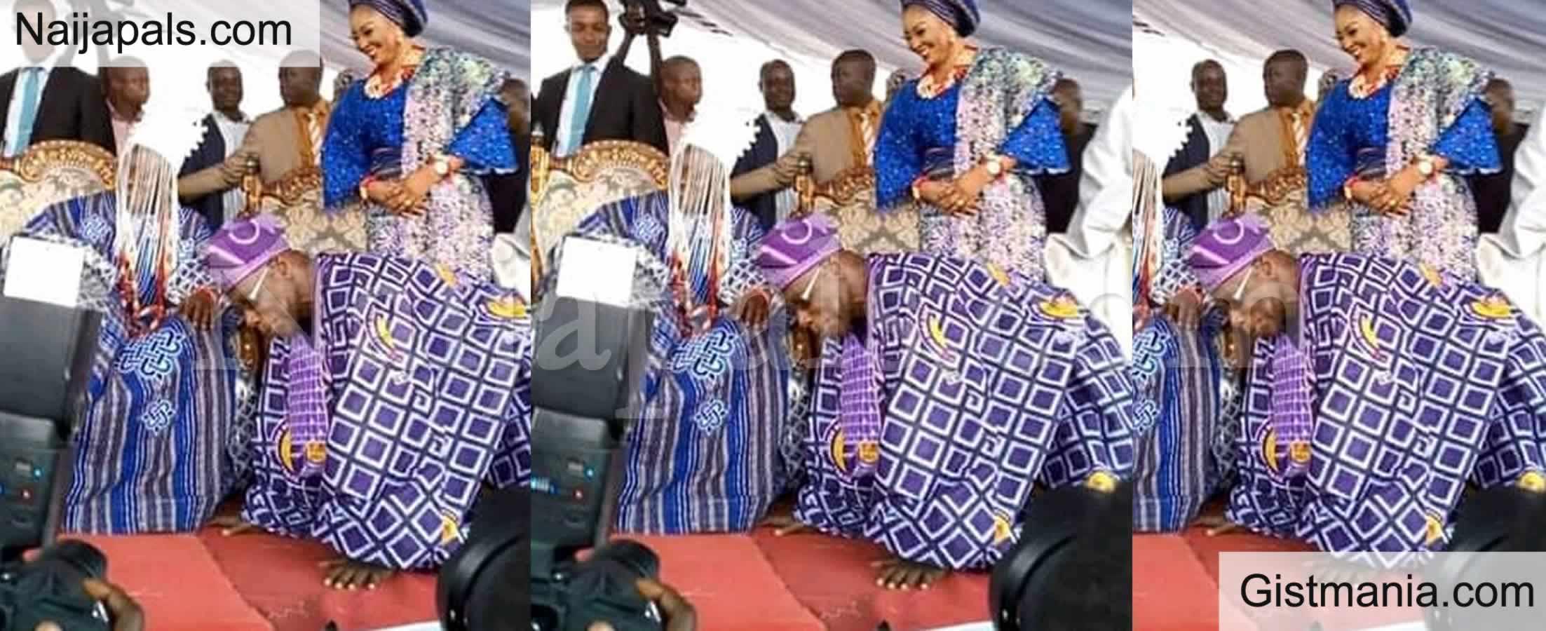<img alt='.' class='lazyload' data-src='https://img.gistmania.com/emot/comment.gif' /> <b>Ex-President Obasanjo Humbles Self, Prostrates Before 59-Year-Old King In Abeokuta</b> (Photo)