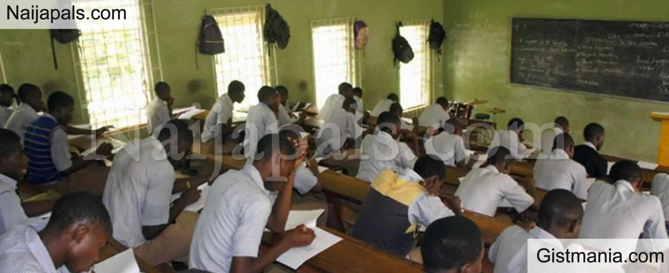 <img alt='.' class='lazyload' data-src='https://img.gistmania.com/emot/shocked.gif' /> <b>Ogun State Student Beats Up Teacher After He Stopped Him From Assaulting Female Classmate</b>