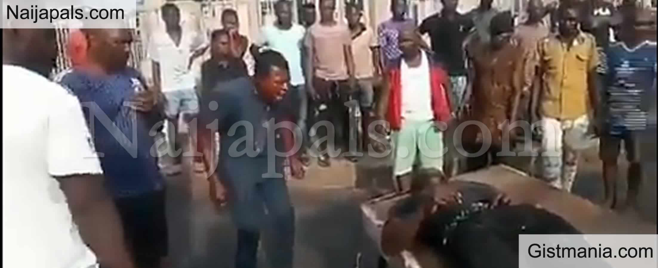<img alt='.' class='lazyload' data-src='https://img.gistmania.com/emot/video.gif' /> <b>Onyebuchi's Elder Brother React As He Sees His Brother's Lifeless Body Who Was Reportedly Killed By The Military</b> (VIDEO)