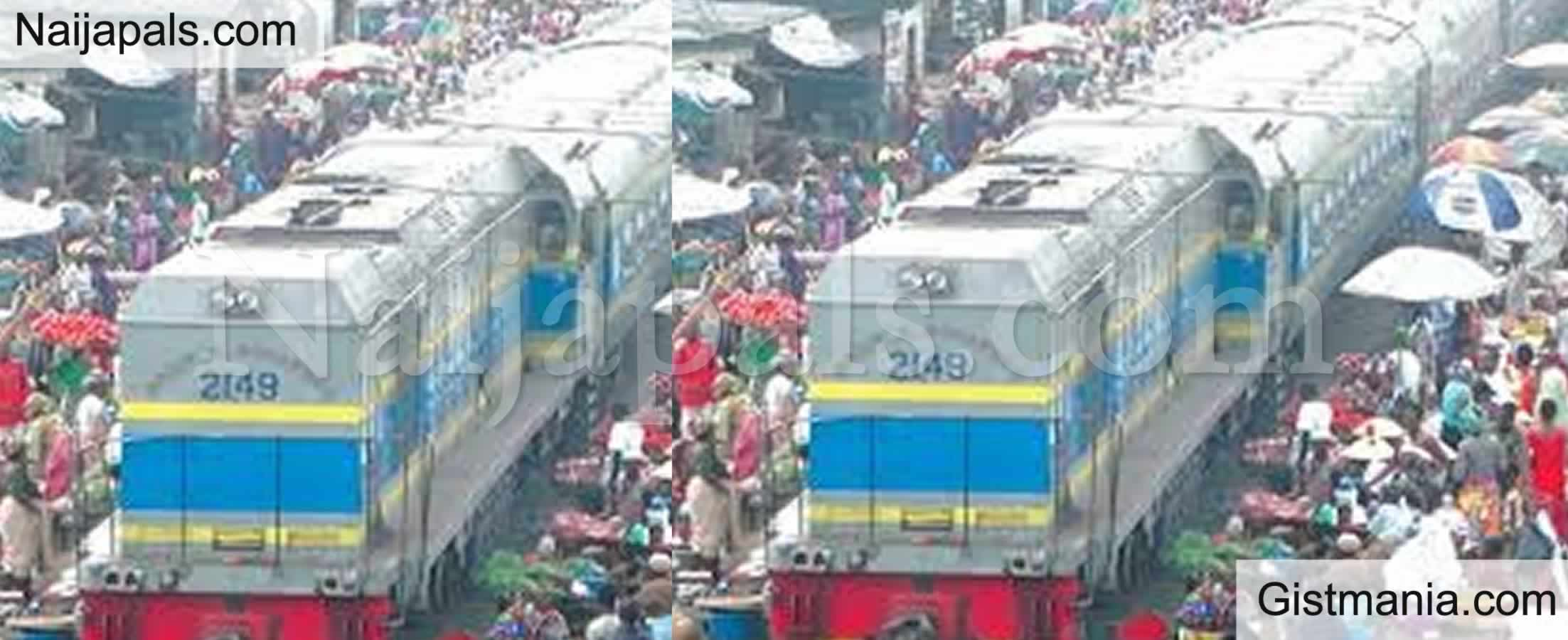 <img alt='.' class='lazyload' data-src='https://img.gistmania.com/emot/comment.gif' /> <b>People Defy Social Distancing At Oshodi Market Inspite Of Heavy Downpour</b> (Photo)