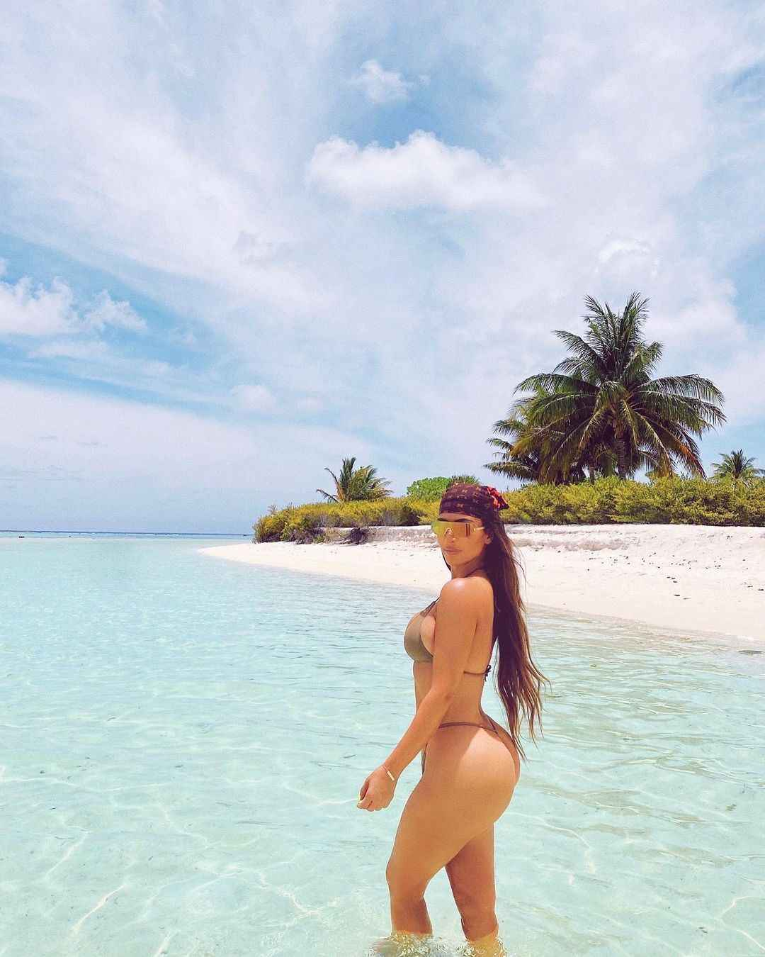 40 and Still Hot Reality Star Kim Kardashian Shares New Bikini Photos - Tatahfonewsarena