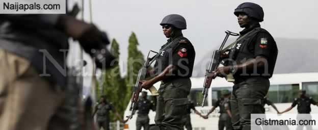 <img alt='.' class='lazyload' data-src='https://img.gistmania.com/emot/comment.gif' /> <b>Akwa Ibom Police Nab Suspected Fake Soldier, Child-trafficking Syndicate & Rescue 3 Victims</b>