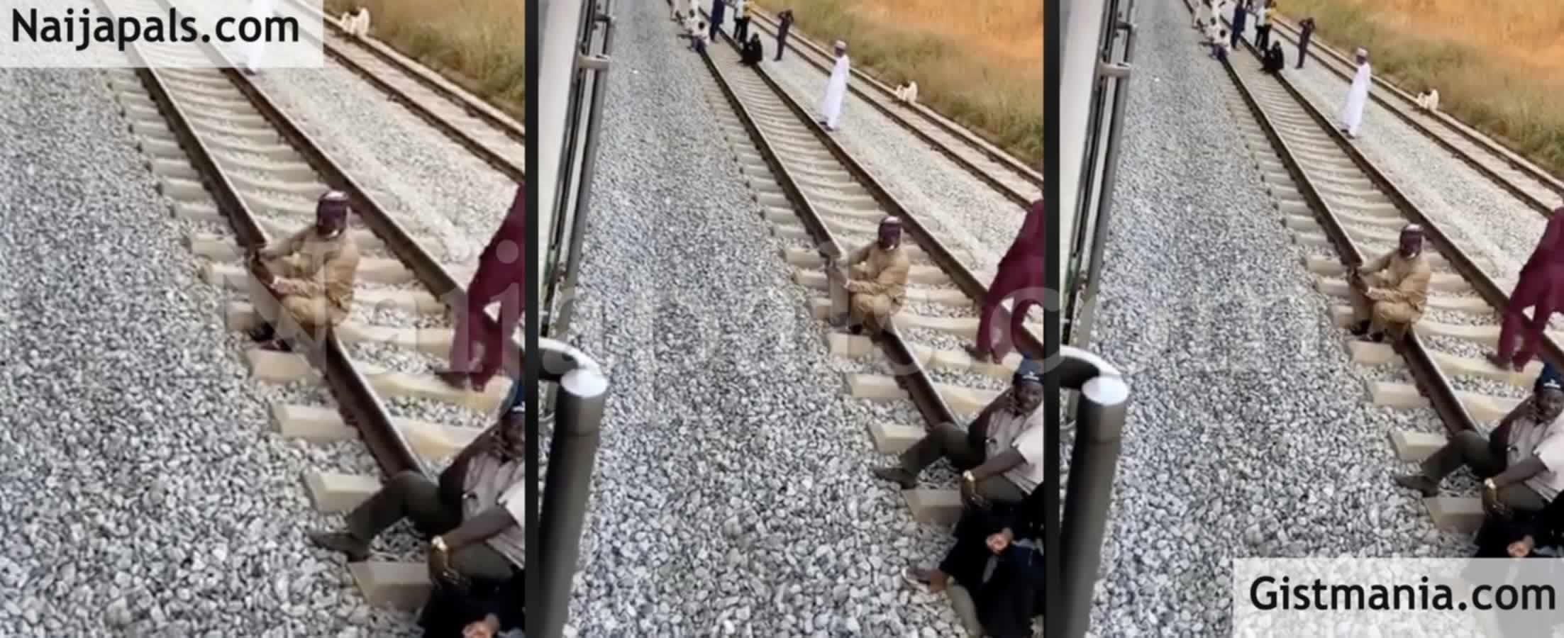<img alt='.' class='lazyload' data-src='https://img.gistmania.com/emot/video.gif' /> Commotion As <b>Abuja-Kaduna Train Breaks Down Again With Passengers Stranded at 2am</b> (VID)