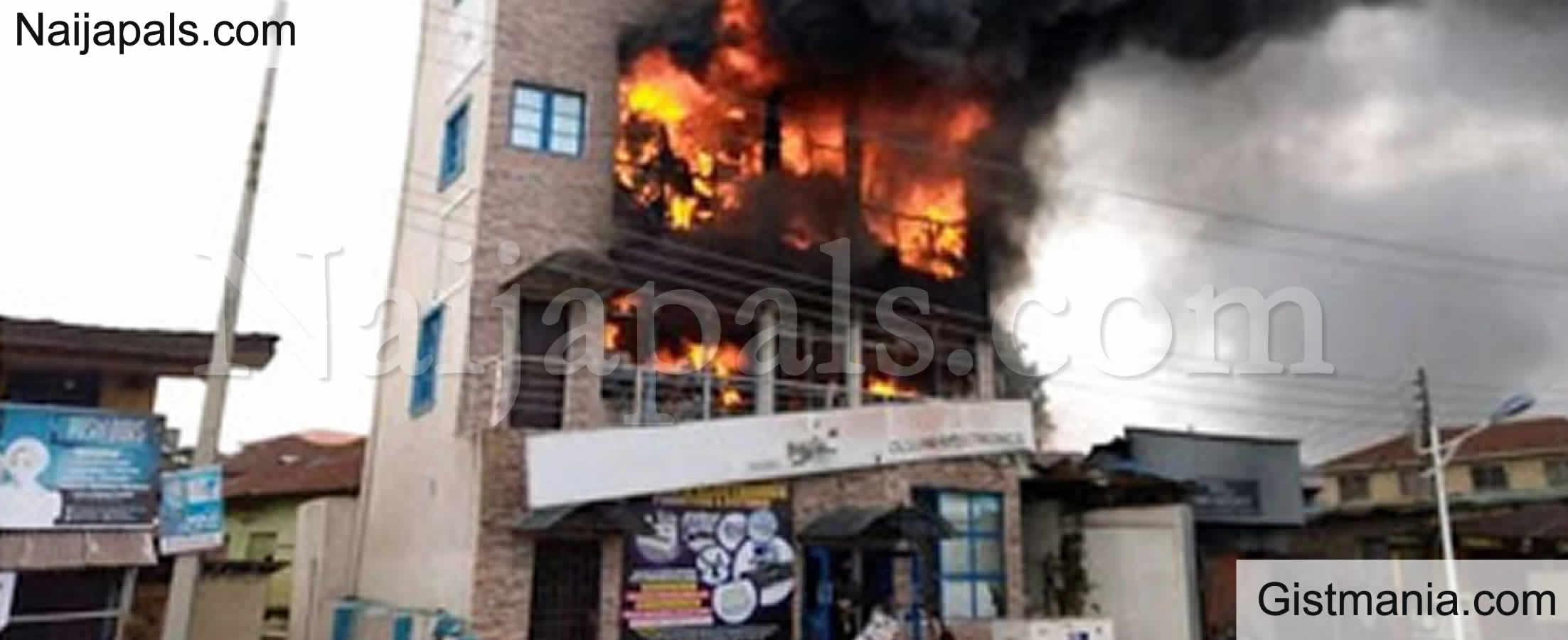 <img alt='.' class='lazyload' data-src='https://img.gistmania.com/emot/fire.gif' /><img alt='.' class='lazyload' data-src='https://img.gistmania.com/emot/comment.gif' /> JUST IN: <b>Fire Razes Abeokuta Shopping Mall, Destroys Goods Worth Millions Of Naira</b>