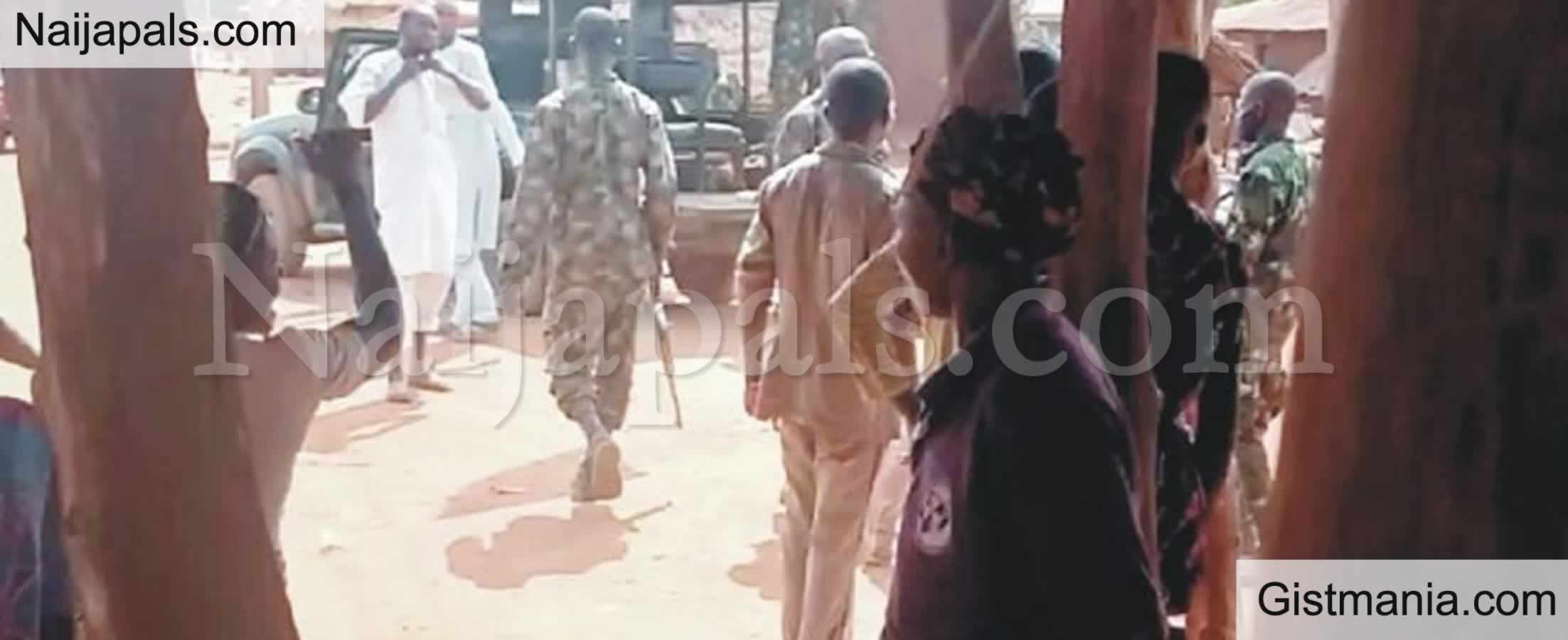 <img alt='.' class='lazyload' data-src='https://img.gistmania.com/emot/comment.gif' /> <b>How Soldiers Followed Herdsmen To Ogun Villages And Beat Residents For Rejecting Herders</b>