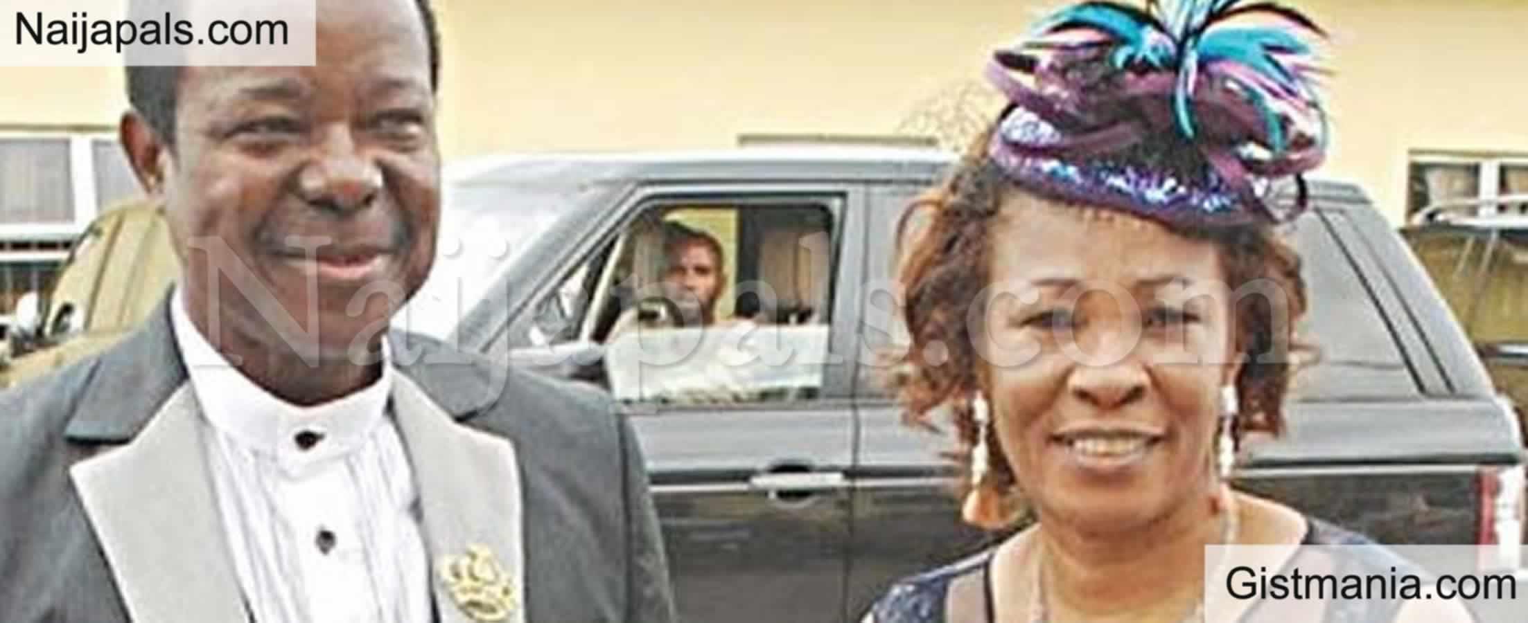 <img alt='.' class='lazyload' data-src='https://img.gistmania.com/emot/cry.gif' /><b> King Sunny Ade Loses Wife, Hon Risikat Ajoke Adegeye</b>