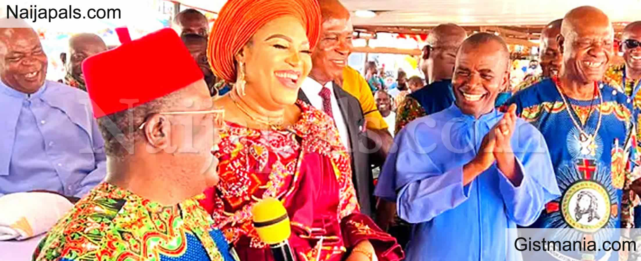 <img alt='.' class='lazyload' data-src='https://img.gistmania.com/emot/comment.gif' /> <b>Dave Umahi Gifts Rev Fr. Mbaka N30m, 200 Yams And 100 Bags Of Rice,To Stop Attacking Buhari</b>